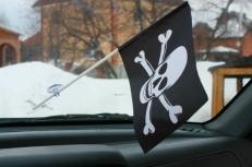 Флажок в машину с присоской Пиратский с костями фото