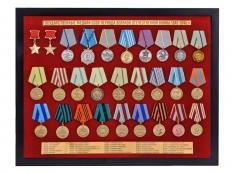 """Планшет """"Медали СССР"""" (52,0x40,0 см) с открывающейся крышкой. В комплекте - муляжи 28-ми наград, вручавшихся в период Великой Отечественной войны фото"""