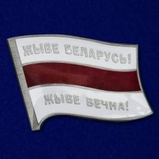 Значок с бело-красно-белым флагом Беларуси фото